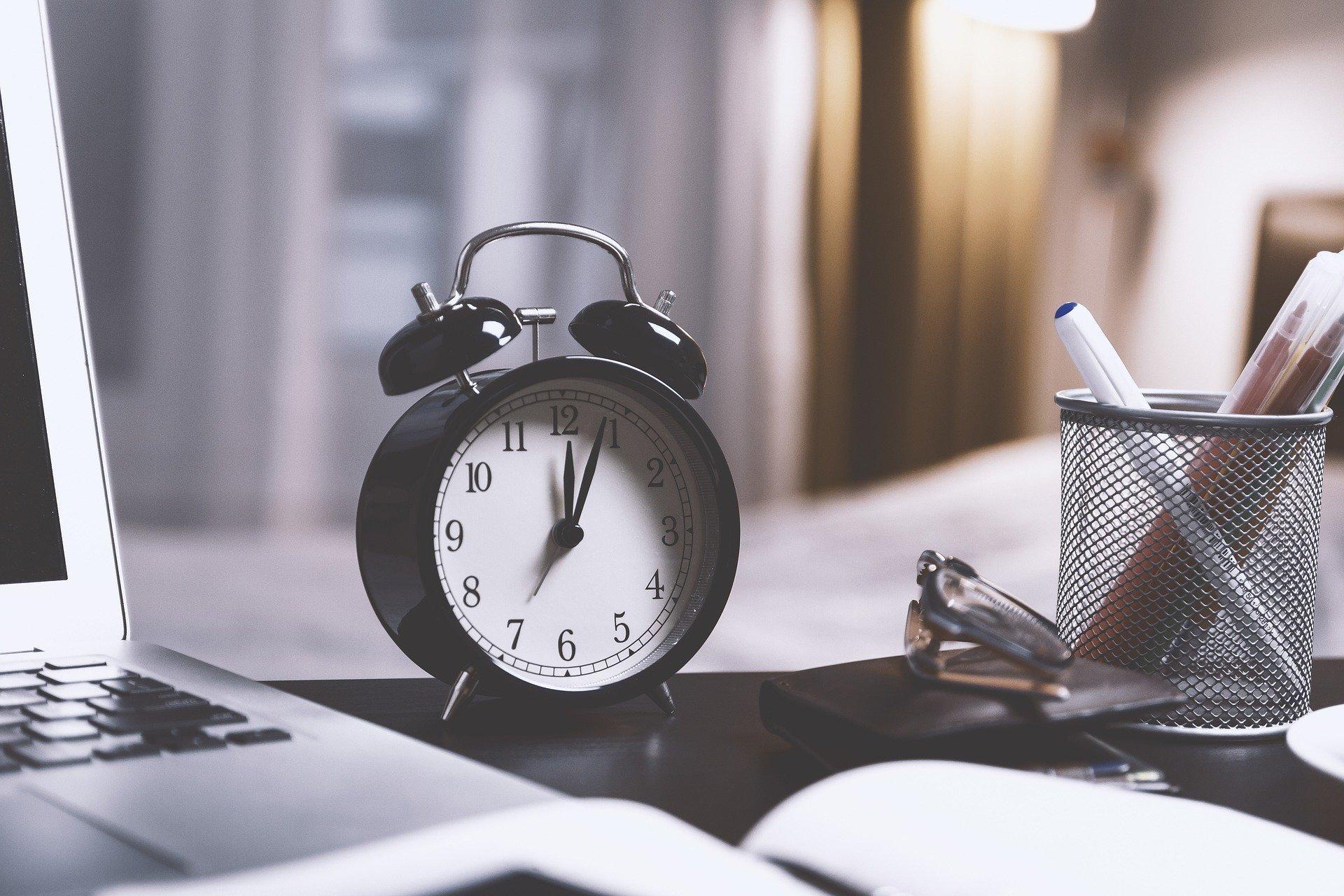 夜職から昼職へ転職する際の流れやかかる期間は?