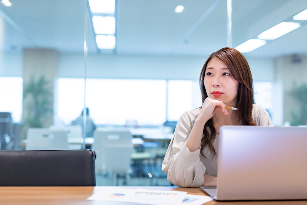 整形による昼職への影響とは?